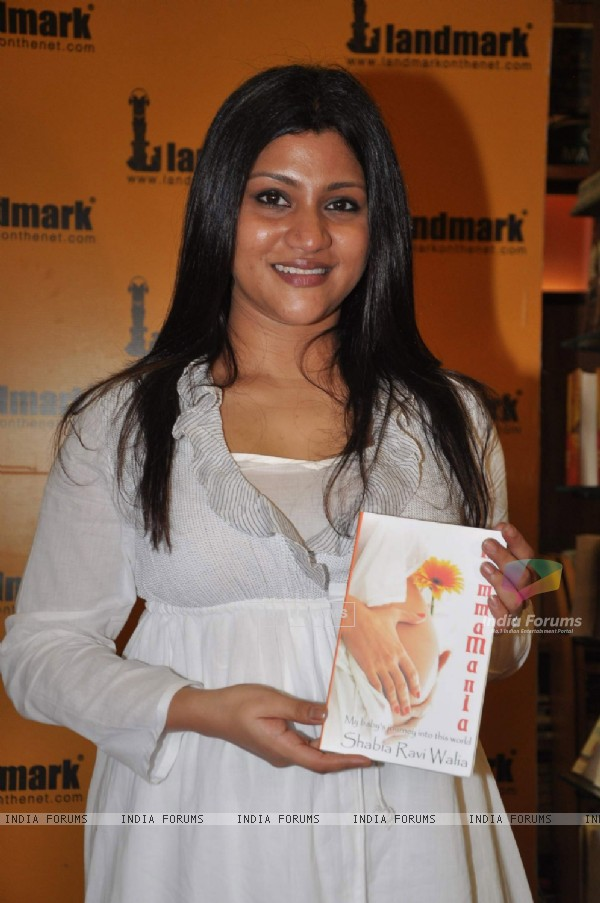 Konkana at Shabia Ravi Walia's book Mamma Mania launch at Oxford