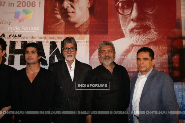 Amitabh Bachchan, Prateik Babbar and Prakash Kha at film 'Aarakshan' first look launch at Hotel Novo