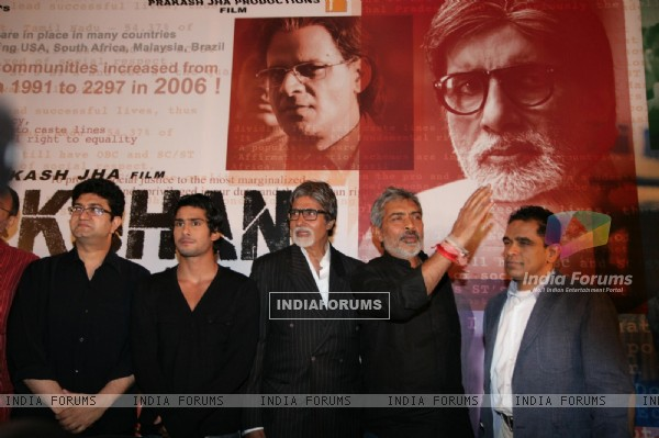 Amitabh, Prateik, Prasoon and Prakash Kha at film 'Aarakshan' first look launch at Hotel Novotel