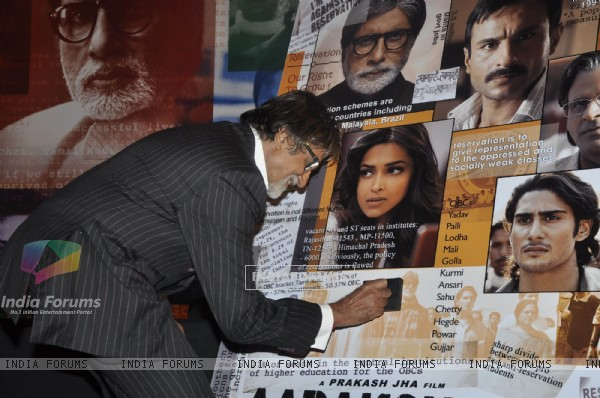 Amitabh at Aarakshan 1st look launch, Novotel, Juhu, Mumbai