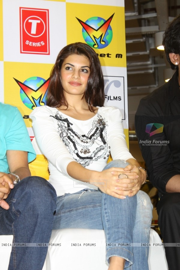 Jacqueline Fernandez launch Murder 2 music at Planet M