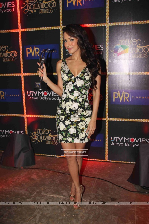 Malaika Arora Khan receives Jeeyo Bollywood Awards