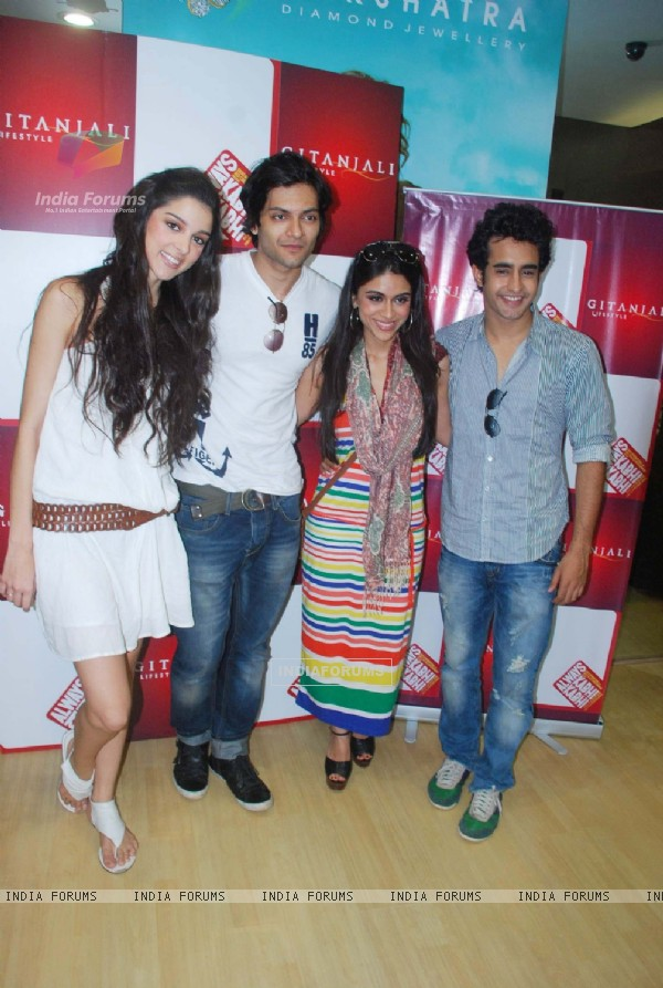 Always Kabhi Kabhi cast Ali, Giselle, Zoa and Satyajeet at Gitanjali D'damas new collection lauch
