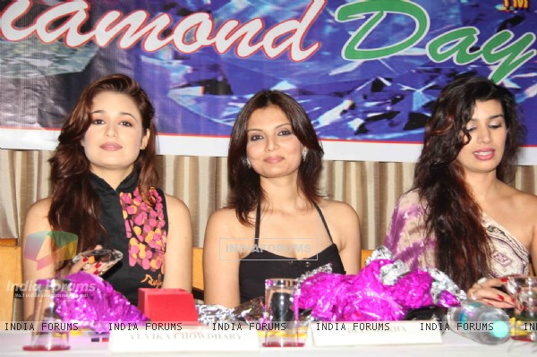Yuvika Choudhary, Deepshikha and Mink Brar grace Diamond Day Celebrations