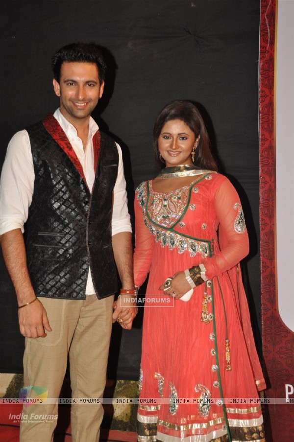 Nandish Sandhu and Rashmi Desai at the Gold Awards at Film City