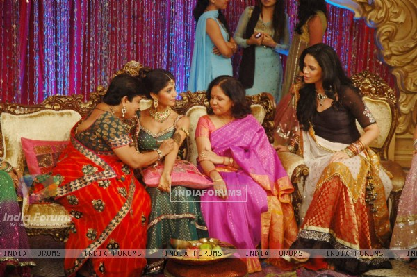 Mehndi ceremony on the sets of Swayamvar Season 3 - Ratan Ka Rishta