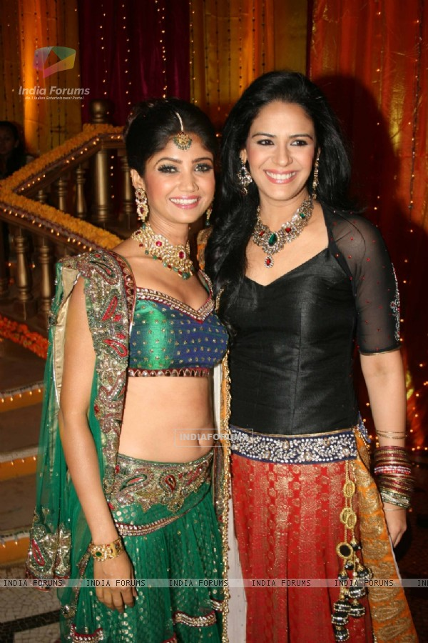 Ratan Rajput with Mona Singh at Mehndi ceremony on the sets of Swayamvar Season 3 - Ratan Ka Rishta