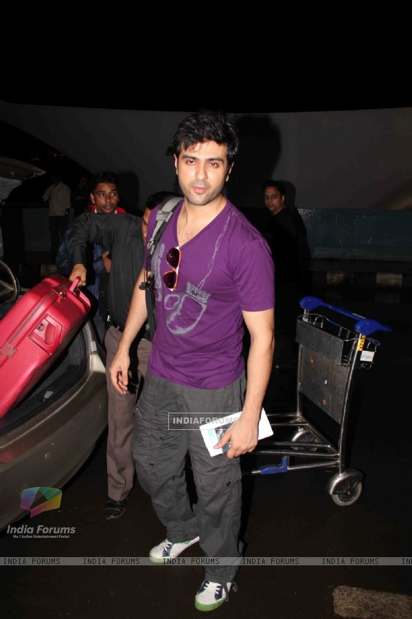 Harman Baweja leaves for IIFA
