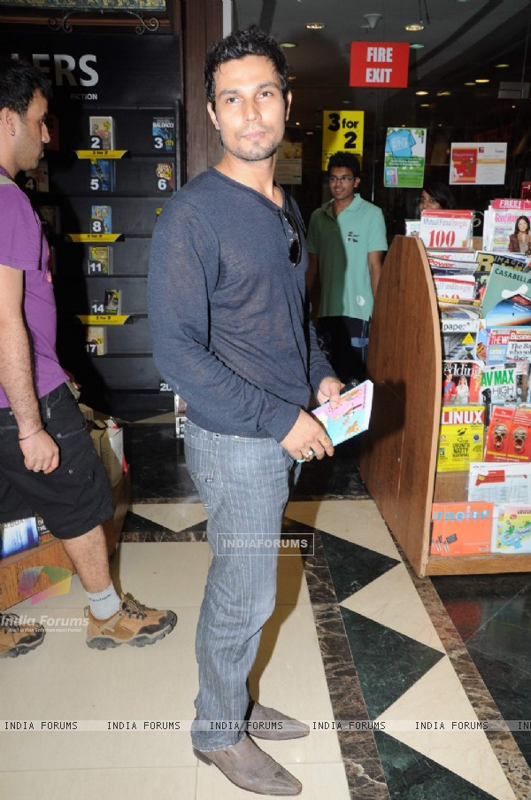 Randeep Hooda at Reality Bytes book release by Anurag Anand at Landmark