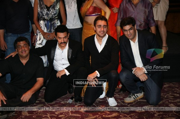 Aamir Khan, Imran and Kunal Roy at Delhi Belly success bash at Taj Lands End, Bandra, Mumbai