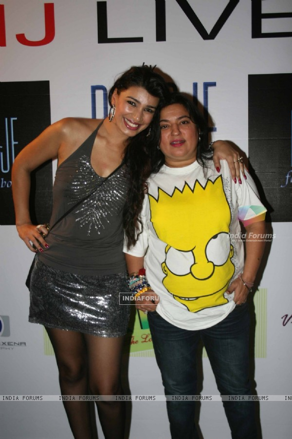 Mink Brar with Dolly Bindra at 'MJ LIVES' party