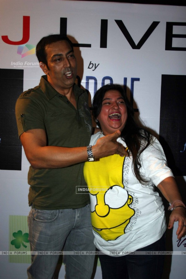 Vindoo Dara Singh and Dolly Bindra at 'MJ LIVES' party