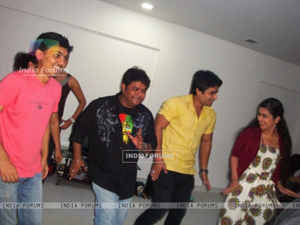 Deepak Ramola, Ashiesh Roy, Shoaib Ibrahim & Avika Gor at Abhishek Sharma Birthday Bash