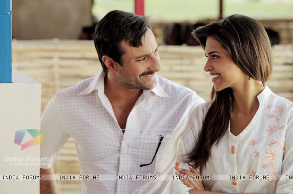 Deepika and Saif Ali in the movie Aarakshan (147067)