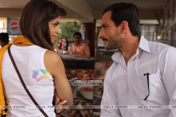 Saif and Deepika in the movie Aarakshan (147070)