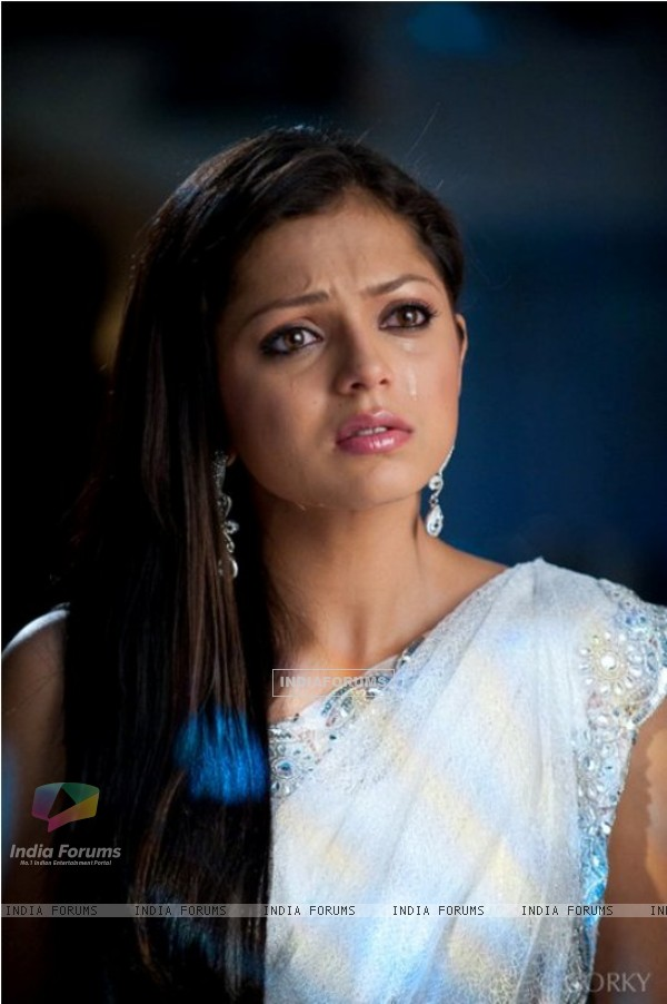 Drashti Dhami in White Saree