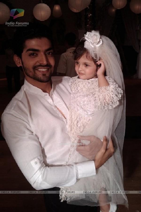Gurmeet Chaudhary on Geet set