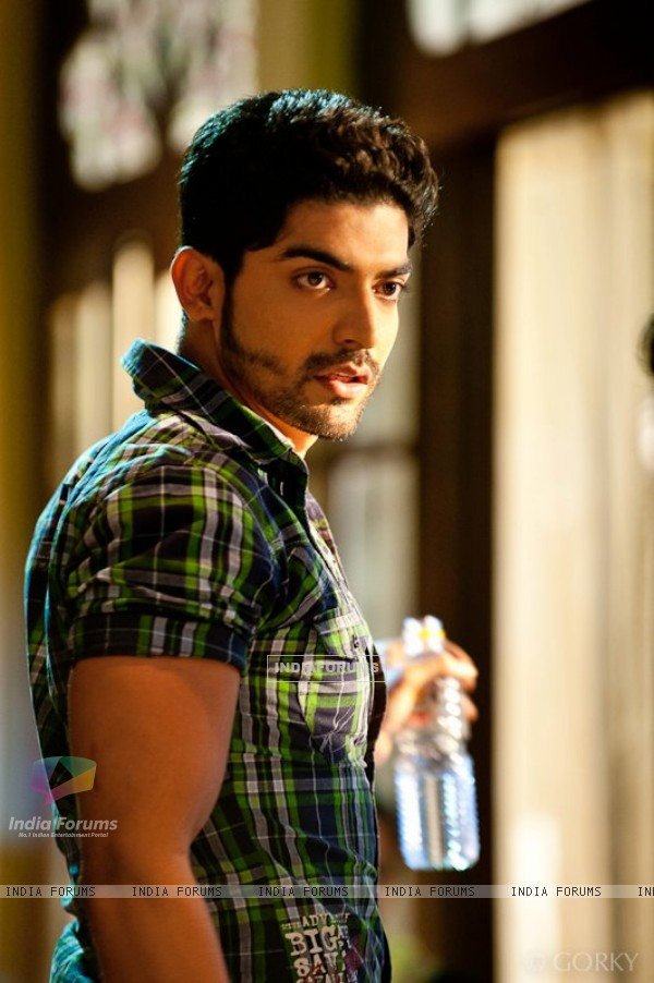 Gurmeet Choudhary on the sets of Geet hui sabse parayi