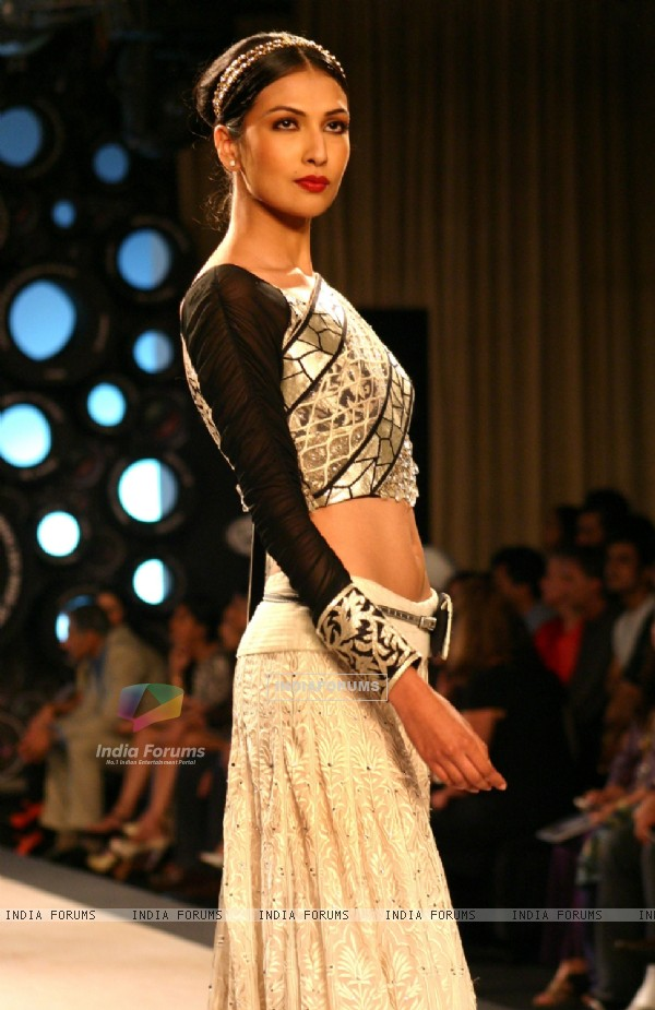 Model showcasing designer J J Valaya's creation at the Synergy one Delhi Couture Week,in New Delhi