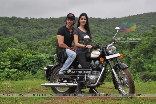 Hrithik and Katrina in bike to promote their film 'Zindagi Na Milegi Dobara', Filmcity