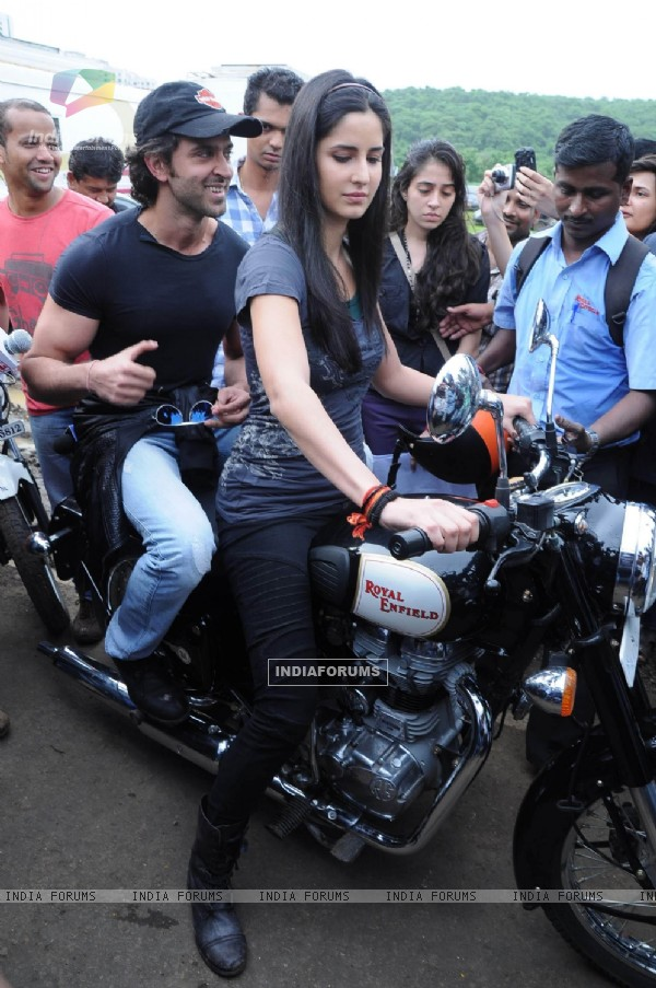 katrina kaif takes rides - photo #26