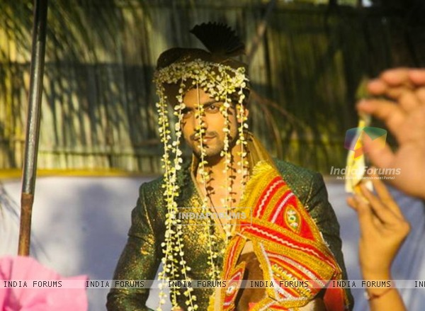 Gurmeet Choudhary as Maan in Geet