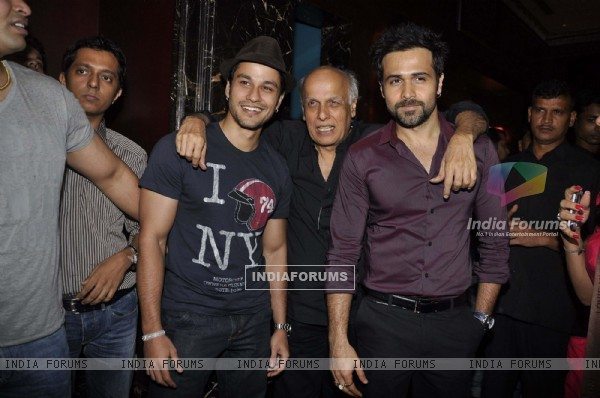 Mahesh Bhatt with Kunal Khemu and Emraan at Murder 2 success bash at Enigma, Mumbai