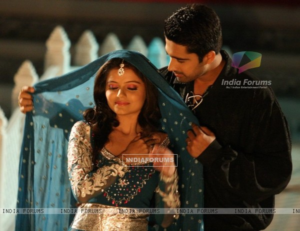 Avinash Sachdev and Rubina Dilaik as Dev and Radhika