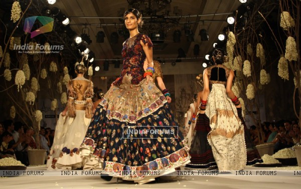 Models showcasing designer Rohit Bal's creations at the Synergy1 Delhi Couture Week,in New Delhi