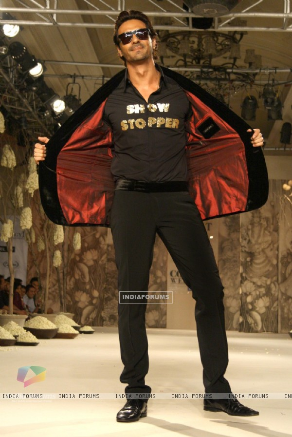 Arjun Rampal showcasing designer Rohit Bal's creation at the Synergy1 Delhi Couture Week,in New Delh