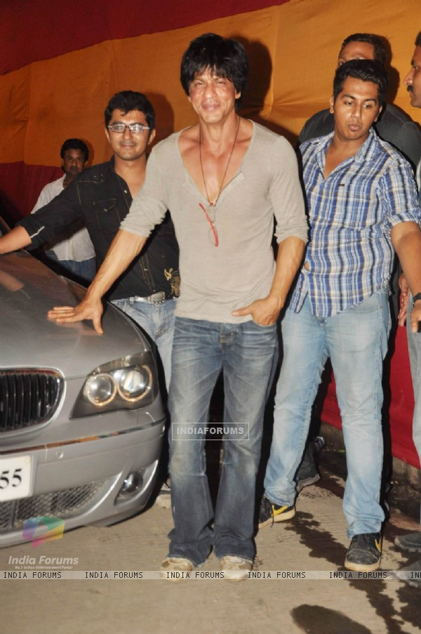 Shah Rukh leaves Filmistan after completing the last shoot of Ra.One