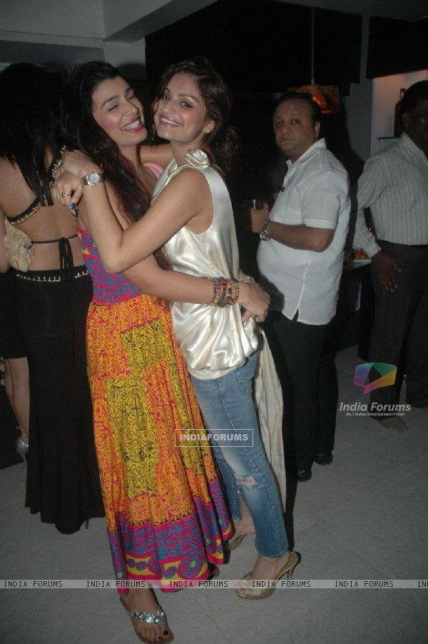 Mink Brar and Dimpy Mahajan at Rahul's Birthday Bash