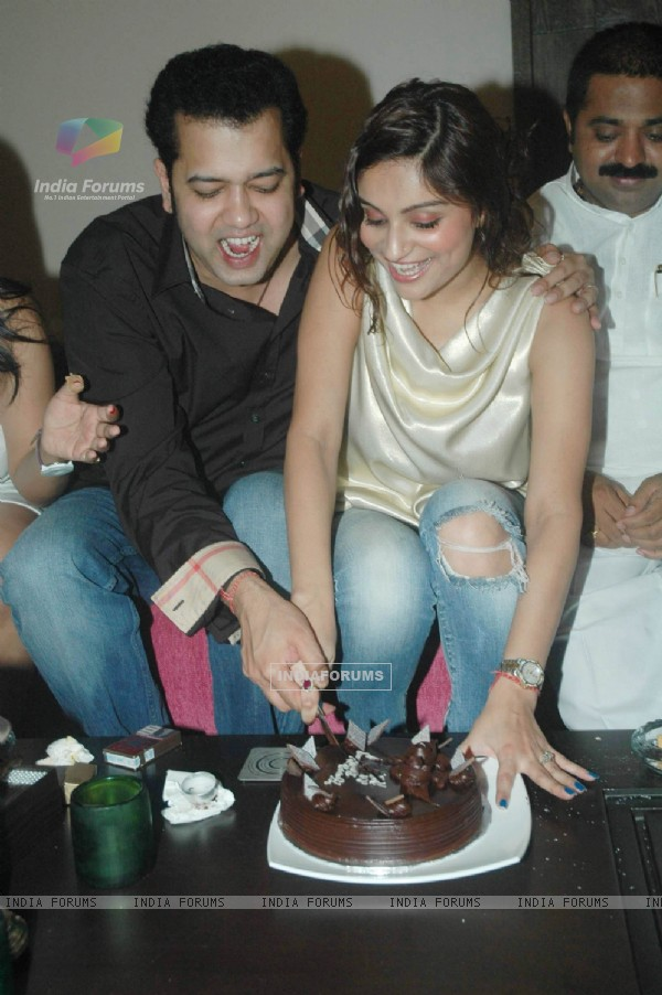 Rahul Mahajan cutting cake with wife Dimpy on his Birthday