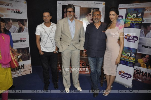 Amitabh Bachchan, Deepika Padukone, Manoj Bajpai and Prakash Jha promote Aarakshan on the sets of UTV Bindaas