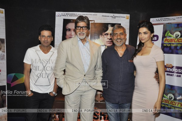 Amitabh, Deepika, Manoj Bajpai and Prakash Jha promote Aarakshan on the sets of UTV Bindaas