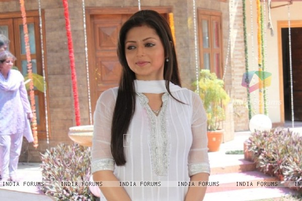 Smiling Drashti as Geet