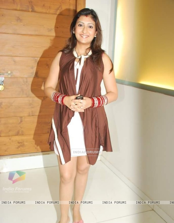Juhi Parmar at Yeh Chanda Kanoon Hai party
