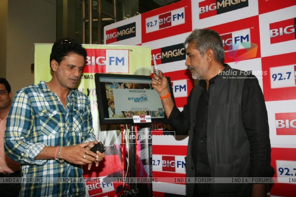 Prakash Jha and Manoj Bajpai at Aarakshan promotional event at Big FM