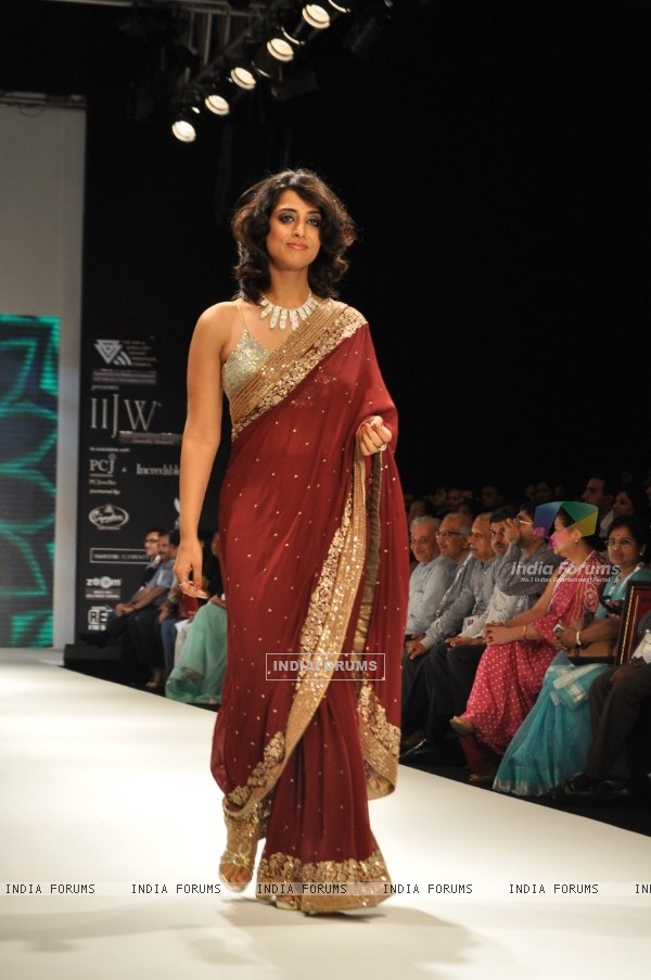 Mahi Gill walk the ramp for Pria Kataria Puri at the IIJW 2011 at Grand Hyatt in Kalina, Mumbai