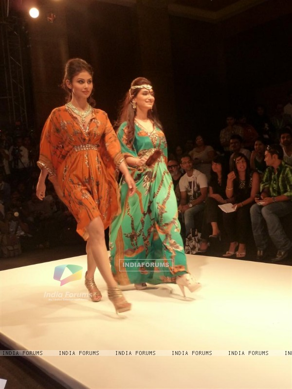 Mouni Roy walk the ramp for a Social Cause at 'Jewelsouk presents Gitanjali-Beti' in IIJW 2011