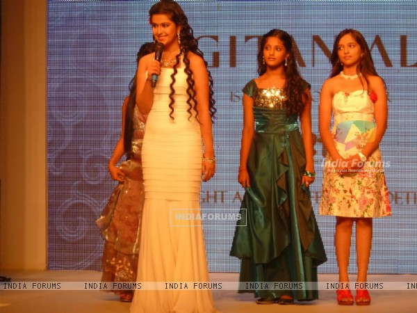 Avika Gor, Ulka Gupta walk the ramp for a Social Cause at 'Jewelsouk presents Gitanjali-Beti'