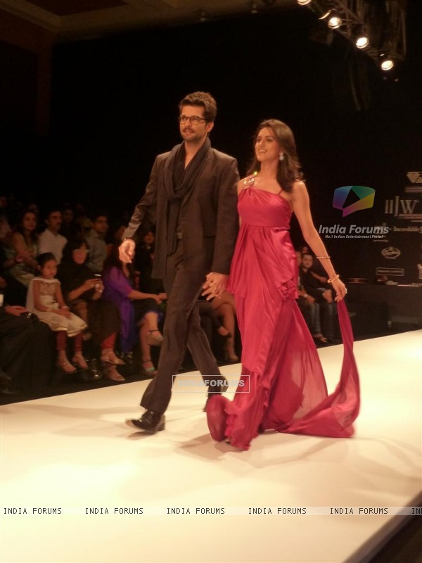 RaQesh Vashisth and Ridhi Dogra walks the ramp in the India International Jewellery Week(IIJW) 2011