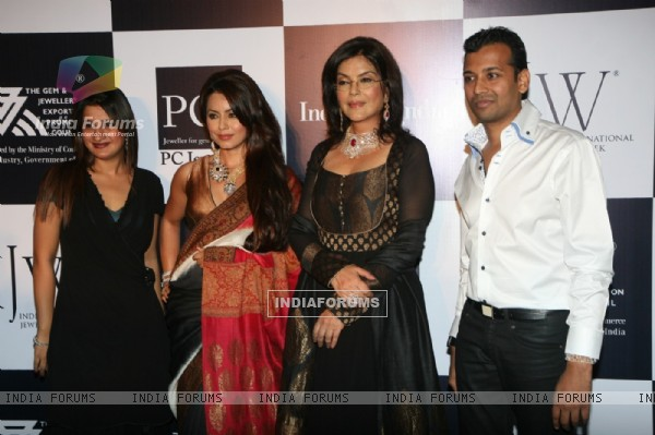 Zeenat Aman and Mahima Chaudhry walks the ramp for Sawansukha Jewellers Show at IIJW 2011