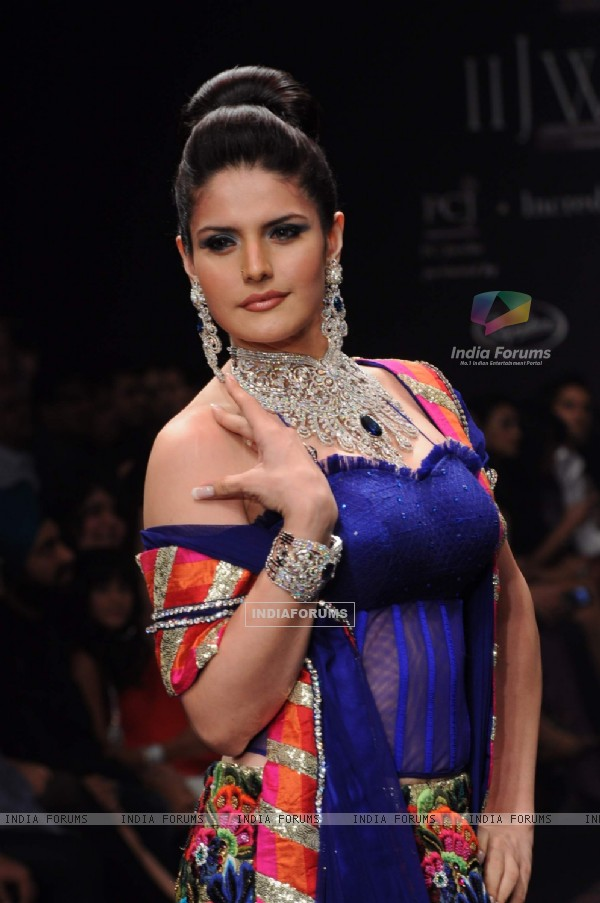 Models walk on the ramp for Dwarkadas Chandumal Diamonds at IIJW 2011 show day 3. .