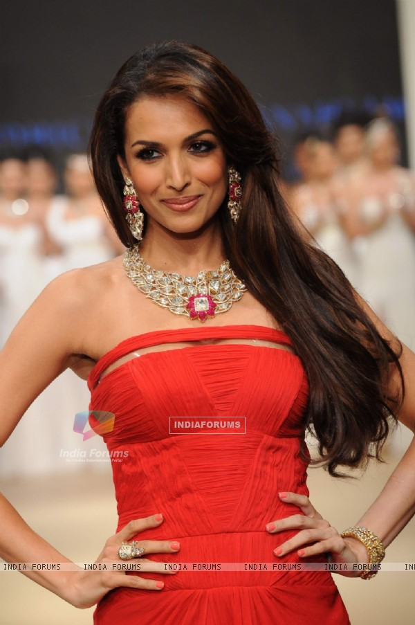 Malaika Arora Khan walks the ramp for Birdhichand Ghanshyamdas at IIJW 2011 Day 4. .