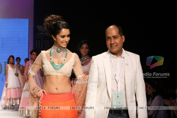 India International Jewellery Week (IIJW) 2011 Day 4 at Hotel Grand Hyatt in Kalina, Mumbai