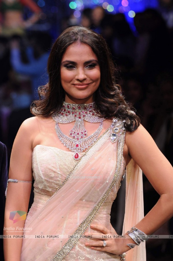 Lara Dutta walks the ramp at IIJW 2011 Grand Finale . .