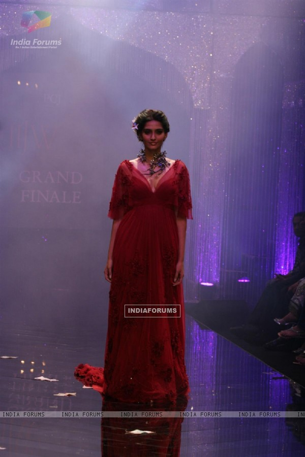 India International Jewellery Week (IIJW) 2011 Finale Show