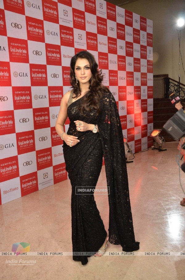 Isha Koppikar at 7th Retail Jeweller Awards at Lalit Hotel. .