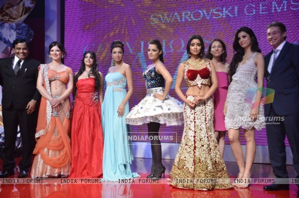 Urvashi Sharma, Tanisha, Celina, Shriya Saran and Giselle Monteiro at Swarovski Gems and Archana Kocchar Show. .